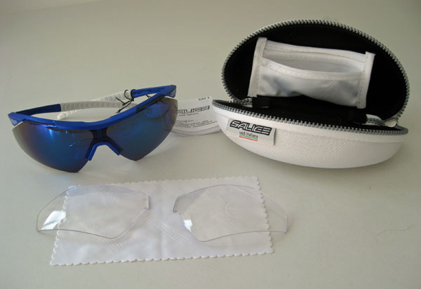 The package includes the Salice 004 RW sunglasses, a set of clear lens, and a cleaning cloth