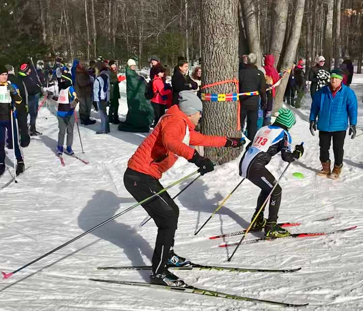 Tag, you're it! Tag zone at the 2019 Muffin Sprint Relay at the Cross Country Ski Headquarters. (Photo: Ricardo Lung)