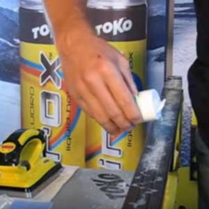 The right way to apply a Toko Tribloc HF Blue and XCold Powder mix