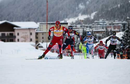 Kikkan Randall comes up on the outside in the sprint finals heat in Davos. (Getty Images/Nordic Focus)
