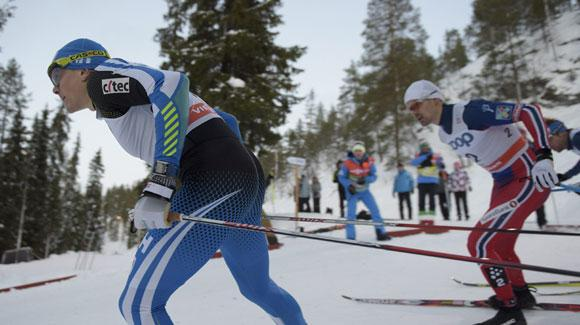 In the 2015 World Cup opener, Andy Newell posted his best finish since 2013, just missing the podium in fourth. (MARTTI KAINULAINEN/AFP/Getty Images)