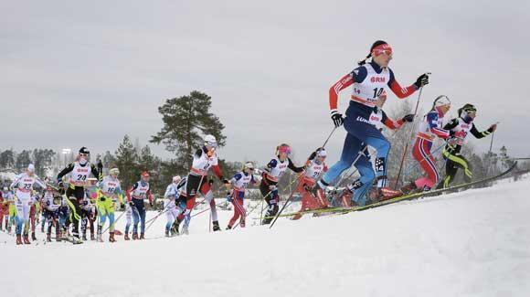The race is on for the women in the skiathlon to close out a three-day weekend of World Cup racing in Rybinsk. (Getty Images/AFP-Alexander Nemonov)